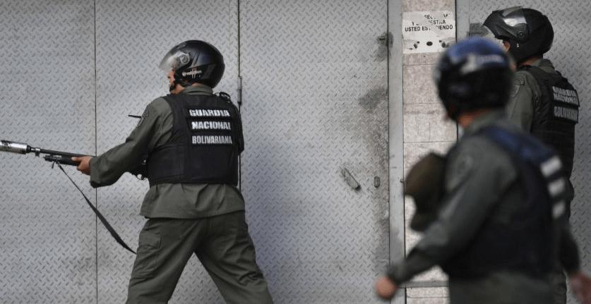 Militares se sublevan en Venezuela contra Maduro