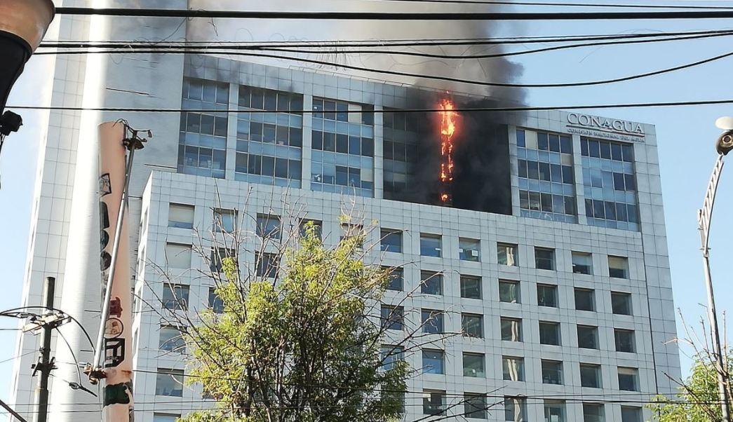 Fuerte incendio en el edificio de la CONAGUA en la CDMX