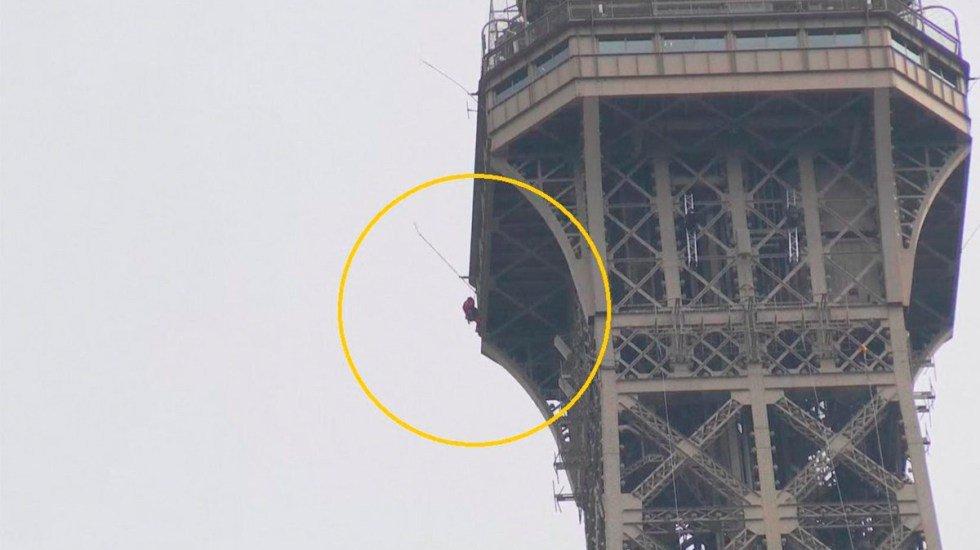 #Video: Hombre escala la Torre Eiffel y provoca su cierre