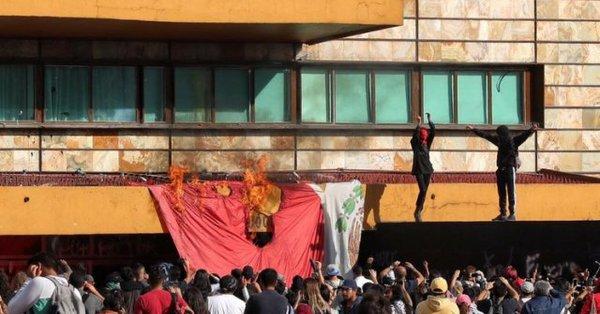 UNAM repudia la violencia durante protesta en la Torre de Rectoría