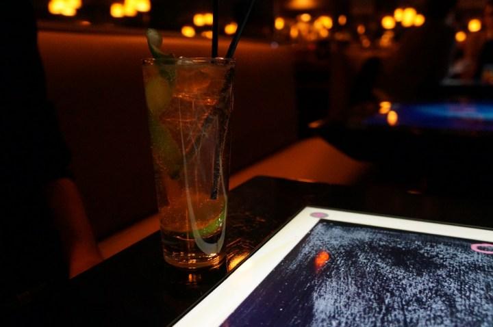 Bar touch in Paris avis cocktail white neck