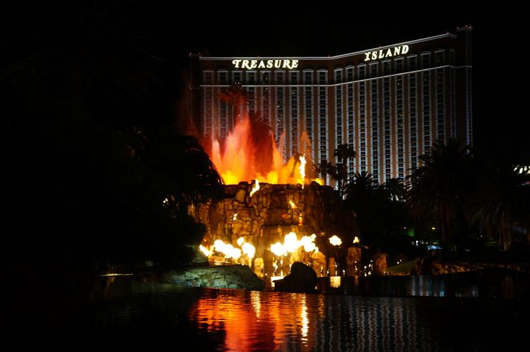 Vegas LV Mirage Hotel Volcan