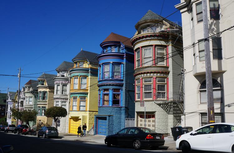 Typique Maison Colorée SF