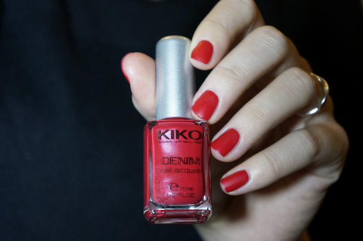 Kiko Denim Nailpolish vernis 461 Art Poppy Red swatch Boulevard Rock