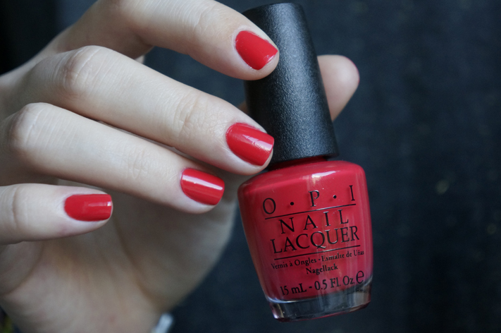 Red lights ahead… Where ? OPI vernis nailpolish swatch review