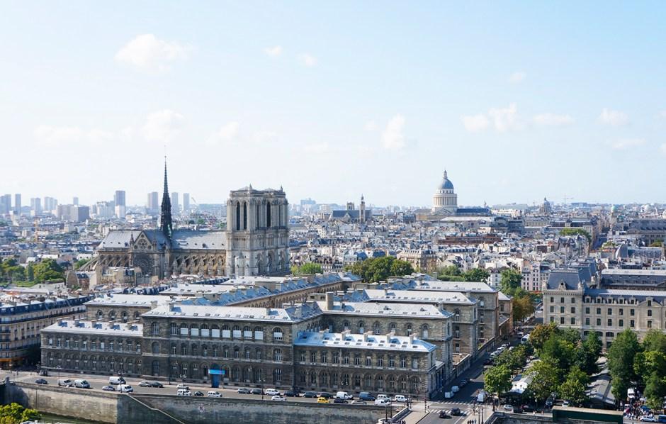 Tour Saint Jacques - panorama terrasse Paris - vue sur les toits - Ile de la Cite