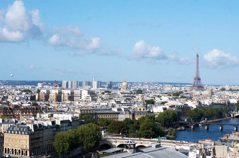 Tour Saint Jacques - panorama terrasse Paris - vue sur les toits - Tour Eiffel