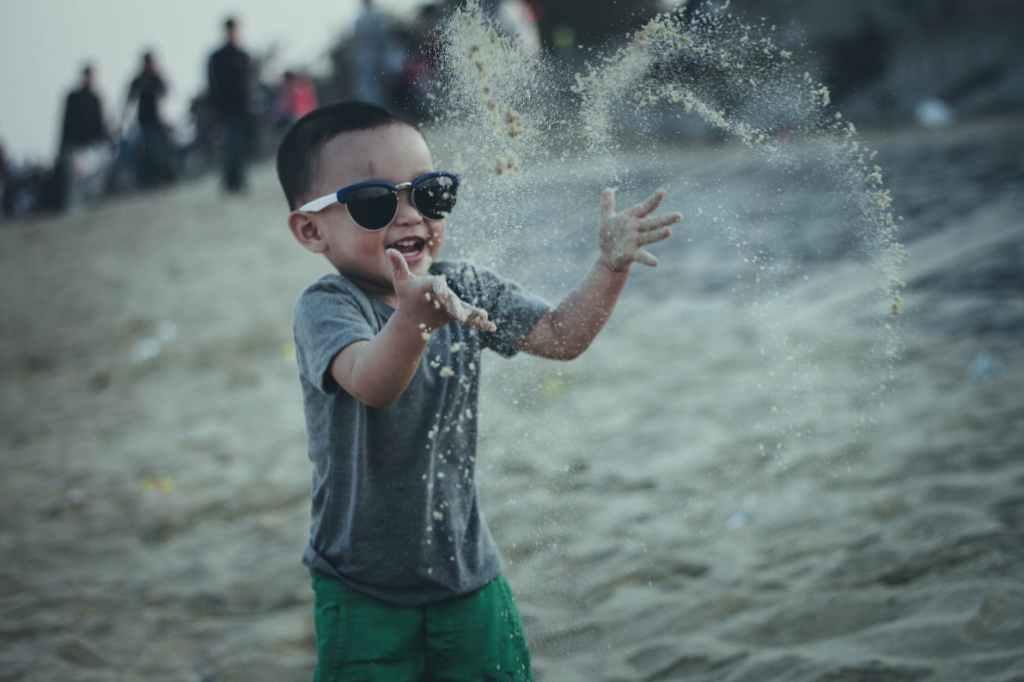pexels photo 240145 1024x682 - Consejos para que los niños disfruten del sol, ya sea en el campo, en la playa o en la piscina