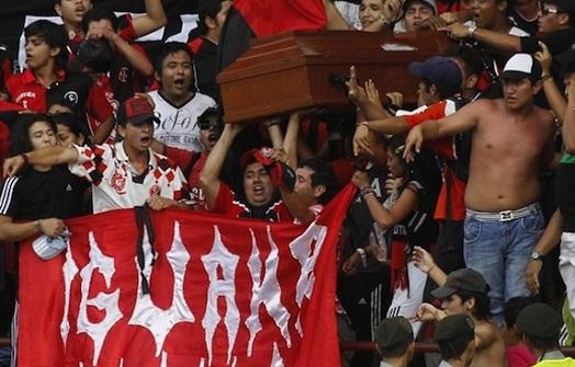 Ataúd en el partido del Cúcuta Deportivo