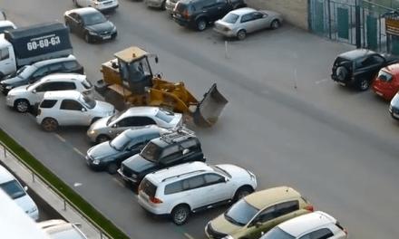 Un conductor ruso, borracho… y con una pala escavadora