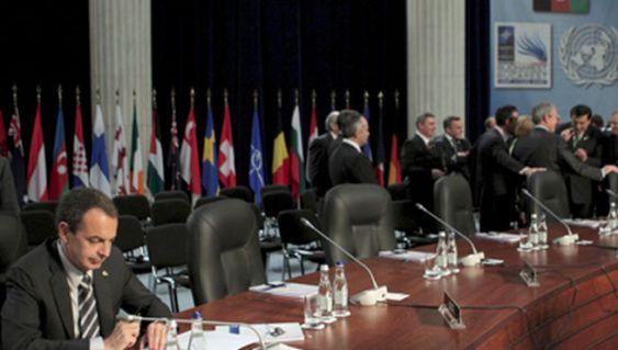 Zapatero solito en la OTAN.