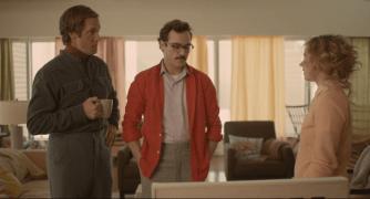 Uniforme hipster: gafas de carey, bigote y ropa de lana