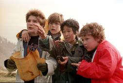 still-of-sean-astin-corey-feldman-jeff-cohen-and-jonathan-ke-quan-in-the-goonies-1985-large-picture-chunk-is-how-old-the-goonies-cast