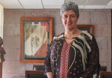 Pide Teresa García Gasca que candidatos propongan sobre educación