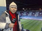 Año 2009. Preparado para hacer de inalámbrico a pie de césped en un partido del Atlético de Madrid.