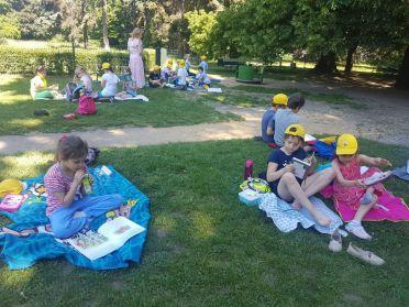 1c czyta w Parku Skaryszewskim