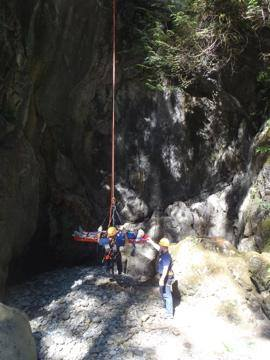 Rescue crews prepare to hoist out fallen hiker from below Twin Falls.  Photo: Eastside Fire Fighters Facebook page