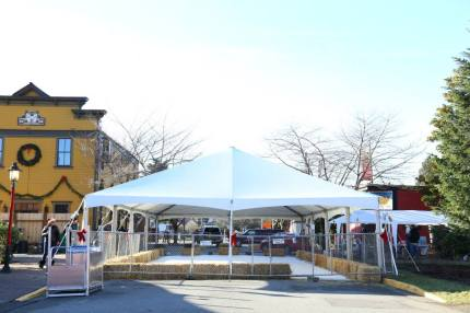 Outdoor ice rink in downtown Snoqualmie, December 2014. Photo credit: City of Snoqualmie