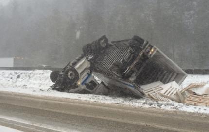 Semi crash at Snoqualmie Pass, Thursday morning, 12/17/15. Photo: Twitter - Theron Zohn