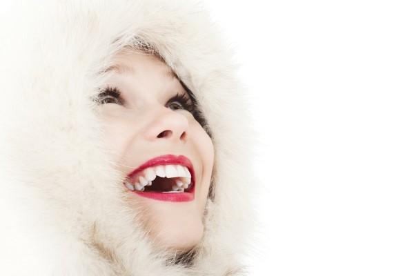 ワイズルーム 女性 冬 笑顔