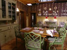 tour-dragonfly-inn-dining-rm-set-611x458_hooked-on-houses