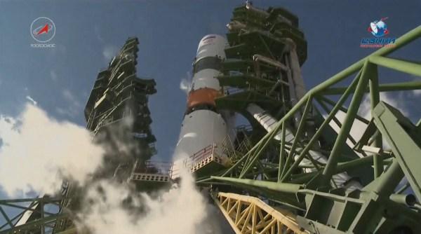 Soyuz Rocket Soars to Orbit with Progress Cargo Ship, set ...