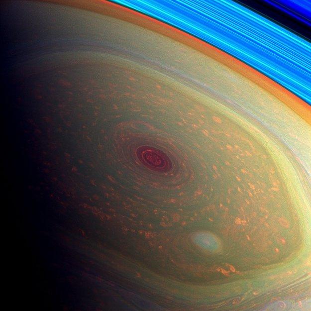 huracan hexagonal en saturno