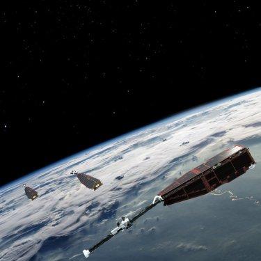 La costellazione dei tre satelliti SWARM in orbita intorno alla Terra