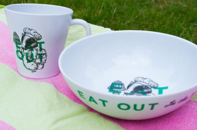 These gorgeous melamine picnic bowls and cups have a funky new design that's perfect for perking up your picnic