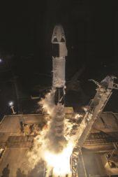 Eine Falcon 9-Rakete, die Crew Dragon trägt, hebt am 2. März um 2:49 Uhr Eastern Time vom Launch Complex 39A im Kennedy Space Center ab. Bildnachweis: SpaceX