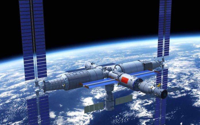 पृथ्वी के चारों ओर कक्षा में भविष्य के चीनी अंतरिक्ष स्टेशन के कलाकार की छाप।