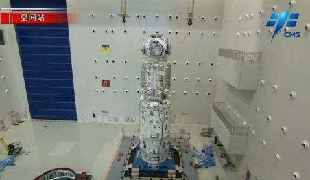 चीनी स्पेस स्टेशन का तियानहे कोर मॉड्यूल और डॉकिंग हब।
