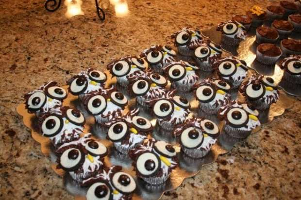These adorable Hedwig Owl Cupcakes are the perfect for companions for guests at your Harry Potter party.