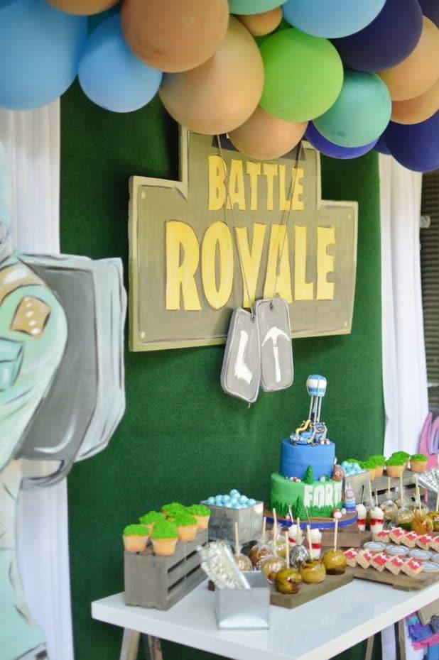 Fortnite Battle Royal Cake Table