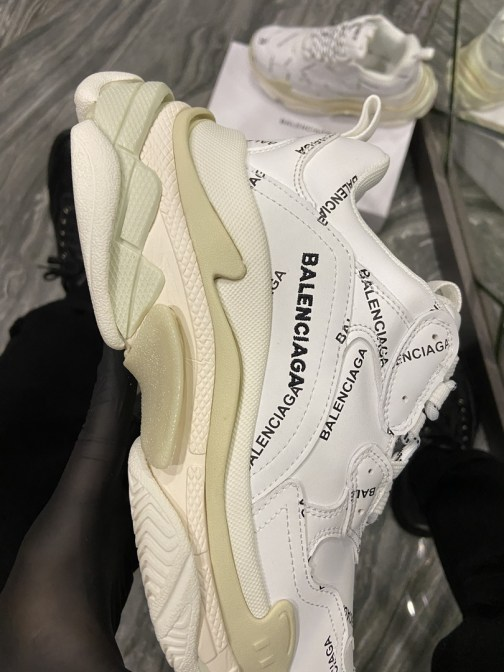 Кроссовки женские Balenciaga All Over Logo Triple S White (Белый) • Space Shop UA