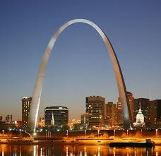 An image of the Gateway Arch, pre-renovation.