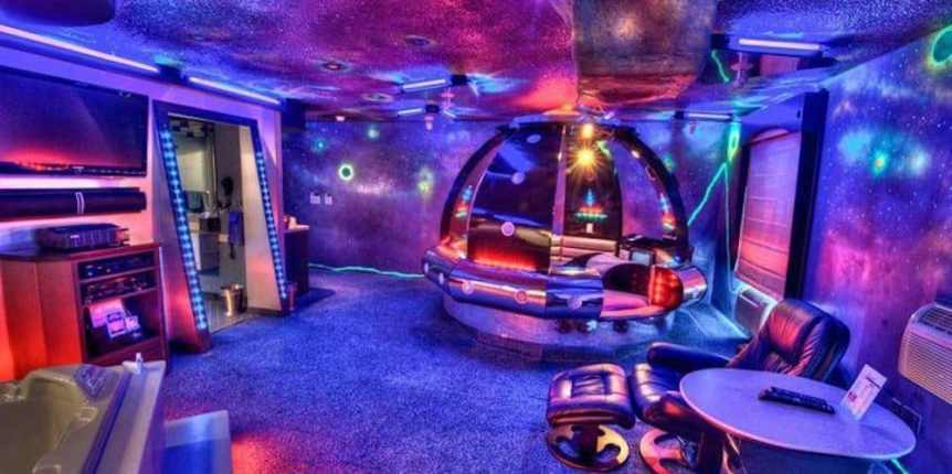 Space Themed Hotel: Sunset Inn & Suites