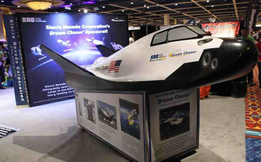 Dream Chaser Model Plane