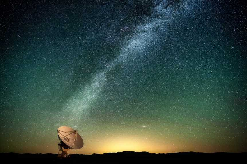 Stargazing in New Mexico - Very Large Array 2 - Diana Robinson via Flickr