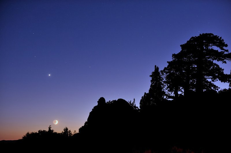 Night Sky December - Saturn, Venus & Moon - Tucker Hammerstrom via Flickr