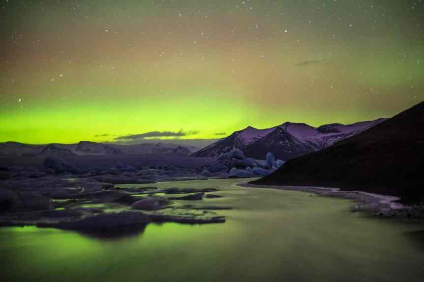 Northern Lights in Iceland - Andrés Nieto Porras via Flickr