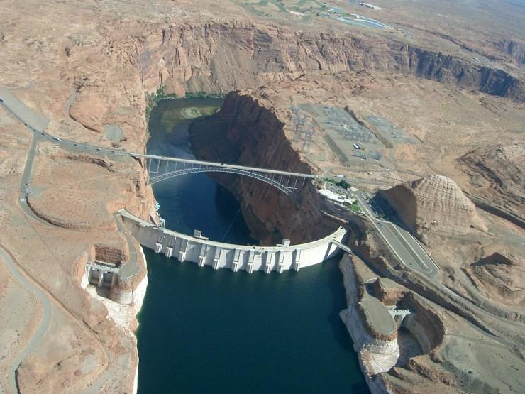 Glen_Canyon_Dam_Lake_Powell,_Arizona