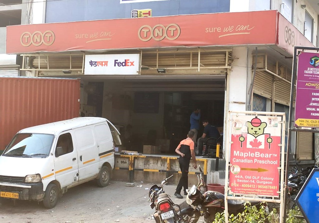 warehouse rented to tnt express in a commercial building in gurgaon