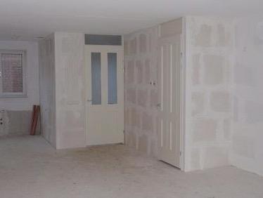 wandafwerking nieuwbouw stucen spuitwerk of behangen On stucen of renovlies