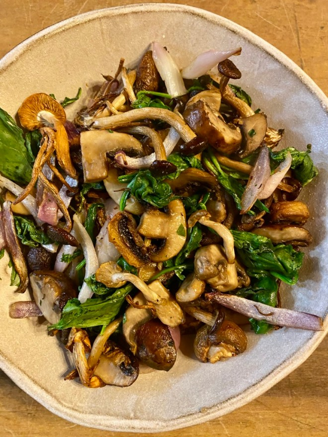 Air fryer spinach and mushrooms