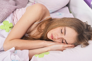 睡眠中の外国人女性
