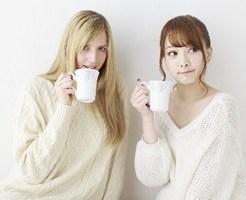 お茶をする美女二人