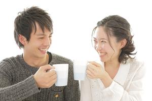お茶をするカップル