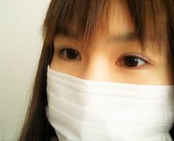 マスクをつけている美人女性