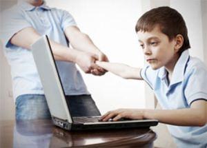 kid-boy-on-computer